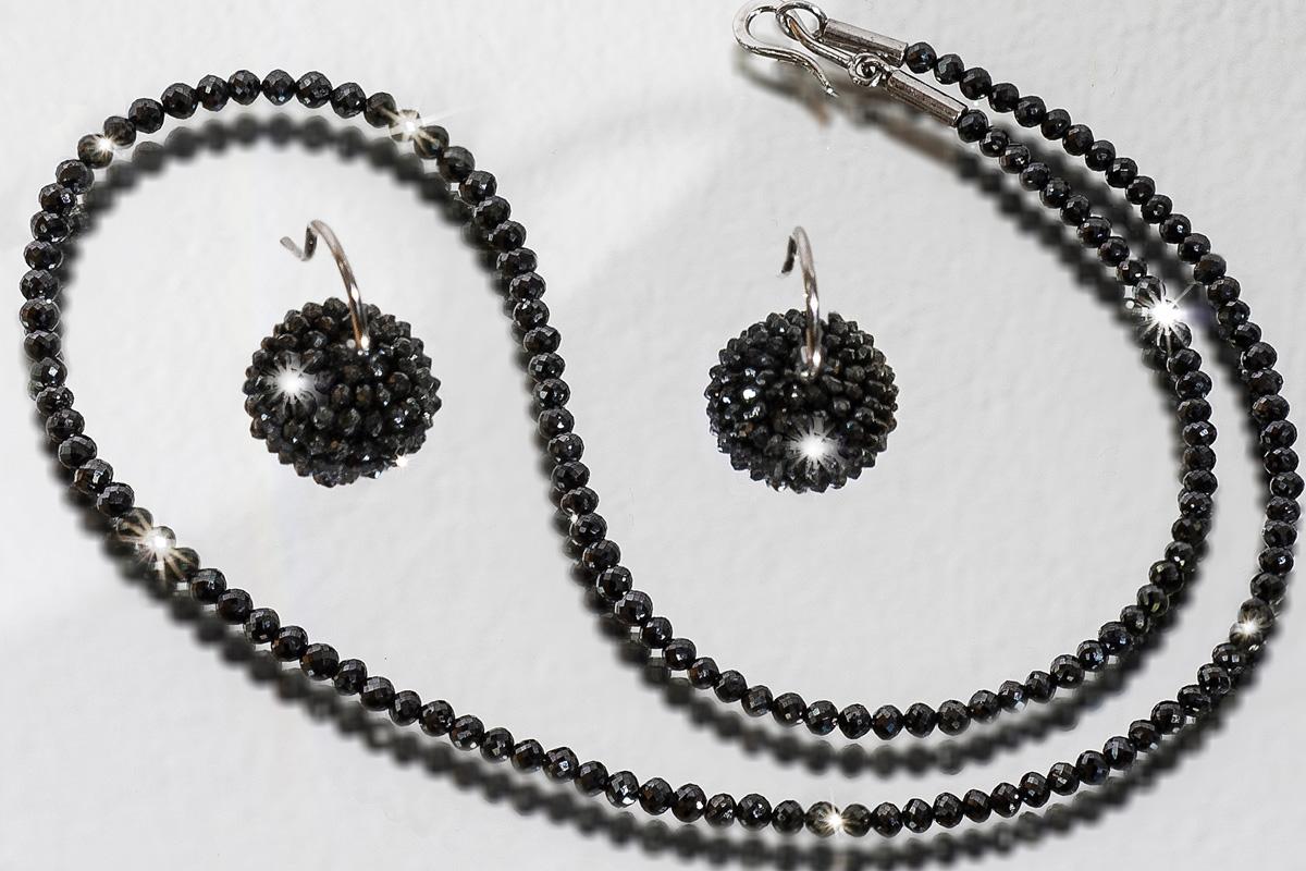 schwarze Diamantkette und Ohrhänger